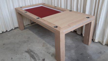 gedeeltelijk geopende bordspeltafel