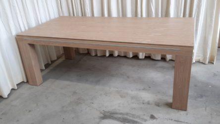 tafel met groot afdekpaneel