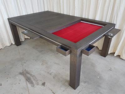 Bordspeltafel met accessoires.