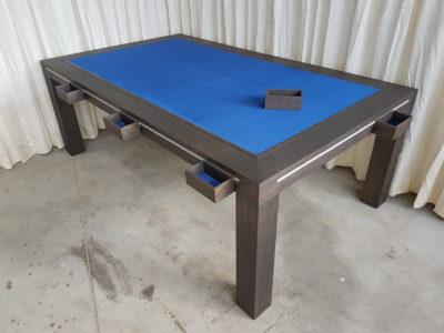 Boardgametafel, charcoal afwerking met Royal bleu bodempaneel.