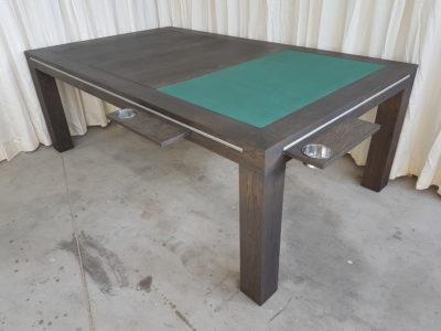 Speeltafel met groen dekpaneel.