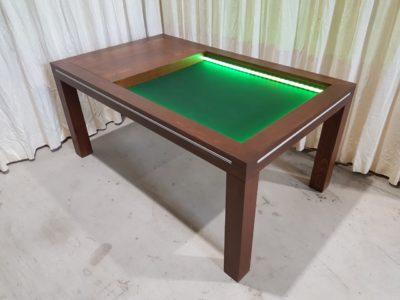 Bordspeltafel met gekleurd led.