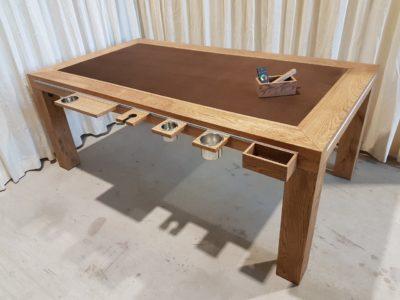 Spelletjestafel met mooie accessoires.