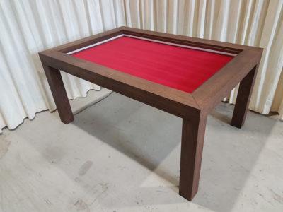 Spelletjestafel met standaard poten.
