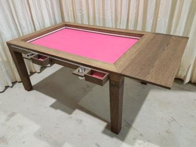 Gametafel met roze bodempaneel.
