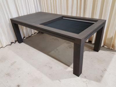 Zwarte bordspeltafel met zwart fluweel bodempaneel.