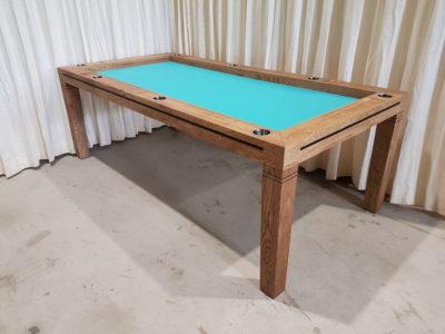 Bordspeltafel met turquoise fluweel.